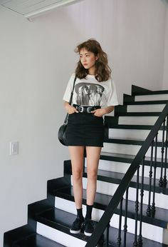 Kiss Graphic Print T-Shirt Dope Fashion, Minimal Fashion, Grunge Fashion, Asian Fashion, 90s Fashion, Fashion Outfits, Asian Street Style, Ulzzang Fashion, Korean Outfits