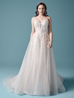 Romantic Aline wedding dress with soft tulle skirt, floral lace and sweetheart neckline. Spaghetti straps and detachable sleeves with applique floral lace. Maggie Sottero Wedding Dresses, Wedding Dress Sizes, Colored Wedding Dresses, Dream Wedding Dresses, Wedding Gowns, Lace Wedding, Wedding Happy, Elopement Wedding, Wedding Outfits