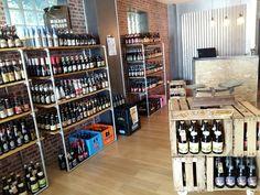 Des capsules & des bières beer shop diy boutique deco vitrine cagettes furniture Beer Fridge, Beer Shop, Boutique Deco, Bottle Shop, Liquor Store, Commerce, I Shop, Retail, Dreams