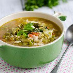 Tavaszi zöld minestrone leves Recept képekkel -   Mindmegette.hu - Receptek Hungarian Recipes, Cheeseburger Chowder, Thai Red Curry, Soup, Meals, Dishes, Cooking, Ethnic Recipes, Cook Books
