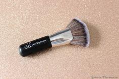 #96001 Beautifully Bare Blending Brush http://www.eyeslipsface.nl/product-beauty/beautifully-bare-blending-brush