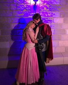 Loved spending the evening with Prince Phillip and Princess Aurora. Sleeping Beauty Characters, Disney Face Characters, Sleeping Beauty 1959, Disney Sleeping Beauty, Disney Girls, Disney Love, Disney Stuff, Mickey's Very Merry Christmas, Renaissance Fair Costume