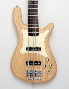 Warwick Streamer CV 5-string (German Pro Series). The classic Streamer we all love but with a more traditional vibe: nickel frets, pickguard and passive electronics. This is one substantial and sophisticated bass!
