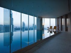 Experience #opticalillusions while swimming in the #infinitypool @ Park Hyatt #Seoul