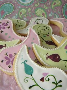 Paisley Cookies. How pretty - I need to learn how to make lovely cookies like these.
