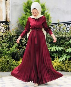 Muslimah Clothing, Modest Fashion Hijab, Abaya Fashion, Fashion Dresses, Hijab Evening Dress, Hijab Dress Party, Modern Islamic Clothing, Hijabi Gowns, Beautiful Casual Dresses