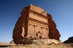 Descubre el misterio de este solitario y extraño castillo en mitad del desierto