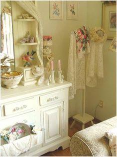 Shabby Cottage Chic vanity bathroom decor