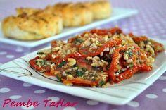 Kuru Domates Salatası Tarifi Turkish Salad, My Favorite Food, Favorite Recipes, Hipster Food, Turkish Recipes, Ethnic Recipes, Salad Recipes, Healthy Recipes, Good Food