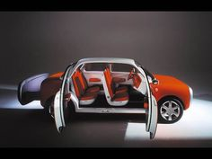 ▲アップルのデザイナーとしてはジョニー・アイブが有名だが、最近ではマーク・ニューソンも同社に参画。この写真はマーク・ニューソンが1999年にデザインしたFord 021C Concept Car