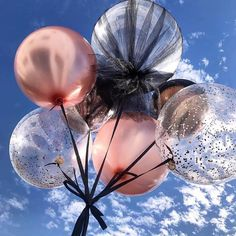 New party balloons photography inspiration Ideas Birthday Box, Happy Birthday Me, Birthday Parties, 18th Birthday Party Outfit, Its My Birthday Month, Birthday Celebrations, Birthday Ideas, Balloon Decorations, Birthday Decorations