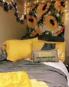Having a unique dorm room is exciting and excellent.As we know, the dorm room is limited. Besides that, we also have to share with one room friends. Dream Rooms, Dream Bedroom, Sunflower Room, Sunflower Design, Sunflower Bathroom, Sunflower Flower, Sunflower Print, Yellow Sunflower, Cute Bedroom Ideas