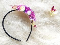 This flower headband is beautiful and vivid. It will make your beauty shine even more. Romantic flowers will look beautiful in your hair.