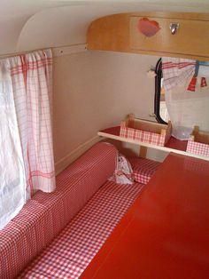 eriba puck interior als ik nou toch handig was met stof.... Retro Camping, Camping Style, Camping With Kids, Go Camping, Retro Caravan, Boler Trailer, Camper Trailers, Eriba Puck, Rv Campers