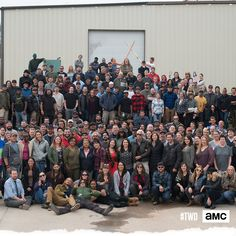 Cast & Crew for group photo The Walking Dead Poster, Walking Dead Tv Show, Walking Dead Funny, Walking Dead Zombies, Fear The Walking Dead, King Ezekiel, The Walkind Dead, Walking Dead Pictures, Judith Grimes