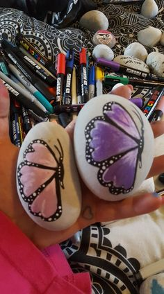 Painted rocks butterflies Stone Painting, Rock Painting, Glow Rock, Pebble Pictures, Painted Stones, Pebble Art, Stone Art, Outdoor Ideas, Rock Art