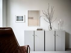 Wonderful living room with an incredible IKEA Ivar hack Malm Hack, Ivar Ikea Hack, Ikea Hacks, Sofa Gris, Interior Styling, Interior Design, Simple Sofa, Modern Side Table, One Bedroom Apartment