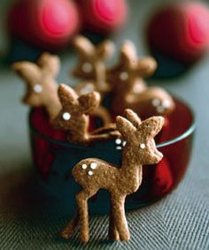 Reindeer Cookies- Adorable! Decorate the house with them and eat them throughout the holiday season #Christmascookie