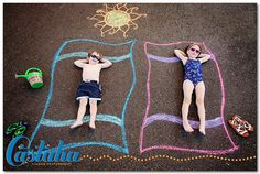 Gettin' a tan Large Family Pictures, Family Picture Poses, My Family Photo, Chalk Photography, Photography Ideas, Chalk Pictures, Chalk Design, Sidewalk Chalk Art, Foto Baby