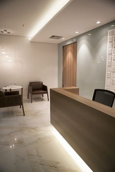 Super Lighting Line Office Ideas Clinic Interior Design, Clinic Design, Interior Design Living Room, Lobby Design, Office Lobby, Office Decor, Office Ideas, Law Office Design, Office Waiting Rooms