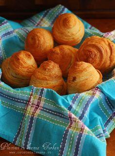 "Reteta turceasca de placinte cu branza ""turban"". Romanian Food, Pastry And Bakery, Appetizer Dips, Turban, Biscotti, Muffin, Food Porn, Food And Drink, Sweets"