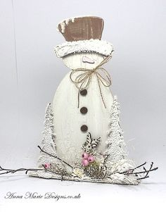 Wooden Stand Up Snowman - Anna Marie Designs Nordic Christmas, Christmas Mood, Christmas Angels, Christmas Snowman, Christmas Stockings, Christmas Crafts, Christmas Decorations, Christmas Tables, Modern Christmas