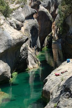 Natural pools during the Júcar River in the area of ​​Devil's Window. It accessed from Villalba de la Sierra (Cuenca ) Wonderful Places, Beautiful Places, Beautiful Sites, Places To Travel, Places To See, Phuket, Spain Travel, Travel Around, Beautiful Landscapes