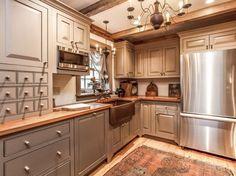 Country farmhouse kitchen envy