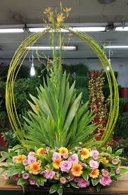 Choosing Your Wedding Flowers - Aspire Wedding Tall Floral Arrangements, Creative Flower Arrangements, Church Flower Arrangements, Funeral Arrangements, Altar Flowers, Church Flowers, Funeral Flowers, Wedding Flowers, Fresh Flowers