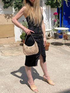 Discover the key pieces to elevate this summer denim dress. #style #estilo #styleblog #blogdeestilo #styleinspiration #styletips #styleideas #ideasestilo #trends #trends2021 #tendencias2021 #tendencias #outfitideas #denimdress #vestidodenim Style Inspiration, Denim, Outfits, Beauty, Dresses, Fashion, Style Blog, Vestidos, Moda