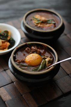 Spicy Korean Brisket Soup {yukgaejang} Asian Recipes, Beef Recipes, Soup Recipes, Cooking Recipes, K Food, Love Food, Food Porn, Korean Dishes, Korean Food