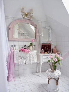 Pretty Shabby Chic Bathroom Idea