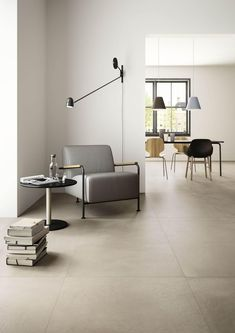Die Kollektion Powder ist vom Beton als urbanes Stilelement inspiriert und gesta. Floor Design, House Design, Deco Studio, Barn Renovation, Room Tiles, Inside Design, Living Room Flooring, Modern Interior Design, Home And Living