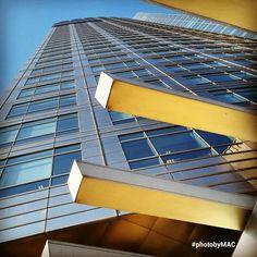 Perfectas líneas ubicadas armónicamente... miro detenidamente la imágen y me impacta ver gran obra arquitectónica en tan pequeño encuadre... By M Angeles Colla.