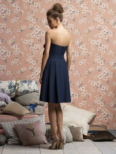 Love the nude shoes with the navy dress! Classy look.
