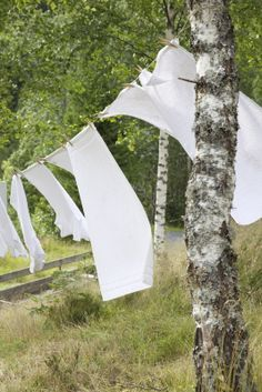 Clotheslines.....ahhhh, that sweet, sweet smell of line dried sheets as you crawl into bed at night. Is there anything more wonderful?!