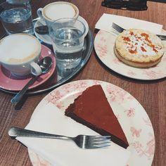 1000things.at präsentiert euch eine Übersicht über Kuchen-Cafés der Stadt, die mit süßen Verführungen und charmanter Atmosphäre verzaubern. Ethnic Recipes, Food, City, Travel, Hoods, Meals