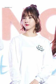 Jung Eun-bi as Lee Soo mi Girl Short Hair, Short Girls, Kpop Girl Groups, Kpop Girls, Korean Short Hair, Kpop Hair, Jung Eun Bi, Tumblr Girls, Beautiful Asian Girls