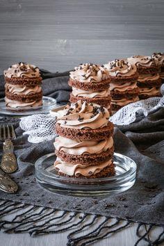 Mini Schoko Törtchen zum Geburtstag Sweet Bakery, Mini Cakes, Coffee Time, How To Make Cake, Food Inspiration, Nutella, Deserts, Food And Drink, Yummy Food