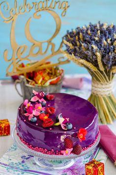 Tort entremet cu afine si zmeura - Din secretele bucătăriei chinezești Deserts, Birthday Cake, Birthday Cakes, Postres, Dessert, Cake Birthday, Plated Desserts, Desserts