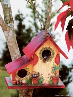 When it comes to birds, avid watchers know that you can never have too many bird houses in your yard. Birds appreciate these items during the nesting and migration seasons, which can just about cover the entire year in some areas. Bird Houses Painted, Bird Houses Diy, Painted Birdhouses, Decorative Bird Houses, Painted Cottage, Bird House Feeder, Bird Feeder, Creation Deco, Bird Boxes