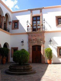 Casa de Visitas - Dolores Hidalgo, México by Lucy Nieto, via Flickr