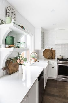 Canadian Spring Tour - Kitchen and Dining Room - So Much Better With Age #whitekitchen #kitchendecor #somuchbetterwithage #springstyle #springdecor
