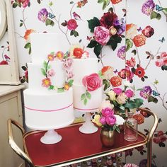 I can not tell you how excited I am to see my beautiful cakes in the press lounge at @handmadefair Thank you so much to Louise @blovedblog for asking me to be involved and @vintagestylehire I adore the bar trolley they are on!! I wonder if @kirstiemallsopp will see them (who I totally adore!!) @handmadefair I'll be seeing you again today, I loved watching all the stalls transform yesterday!! #handmadefair #instaprettyparty #weddingcake #waferpaperflowers  @blueskyflowers @loredanaday…