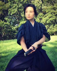 The Blind Ninja - theblindninja: 結井 Yui Samurai Poses, Female Samurai, Female Knight, Samurai Warrior, Geisha, Sword Poses, Katana Girl, Japanese Warrior, Pose Reference Photo