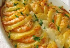 Gratin de Crevettes et Pommes de Terre WW - Plat et Recette WW shrimp and potato gratin, recipe for a good béchamel shrimp and potato dish perfect to serve as a meal with a salad Shrimp Recipes Easy, Easy Salads, Healthy Salad Recipes, Meat Recipes, Easy Meals, Gratin Dish, Vegetarian Lunch, Bechamel, My Best Recipe