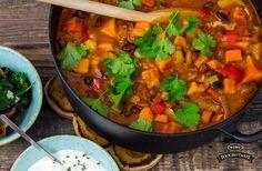 Grön chiligryta – smakrik vegogryta med sötpotatis, pintobönor och paprika