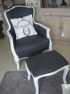 The spirit of the modern is in color and cushion - - Furniture Projects, Diy Furniture, Furniture Design, Chair Makeover, Furniture Makeover, Painted Chairs, Painted Furniture, Decoration Shabby, Furniture Upholstery