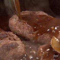 Recipe of the Day: Ree's 5-Star Salisbury Steak The Pioneer Woman's version of this classic comfort food couldn't be easier. Cook the tasty onion gravy in the same skillet you used for the hearty beef patties to ensure the gravy has a deep flavor. You'll please all your family members — even if they haven't been working on a ranch all day.