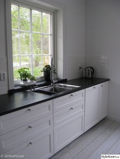 New kitchen ikea savedal Ideas Farm Sink Kitchen, Black Kitchen Cabinets, Big Kitchen, Black Kitchens, Kitchen Countertops, Home Kitchens, Kitchen Decor, European Kitchen Cabinets, Granite Countertop